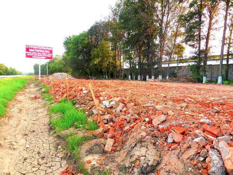 Битый кирпич для строительства дорог