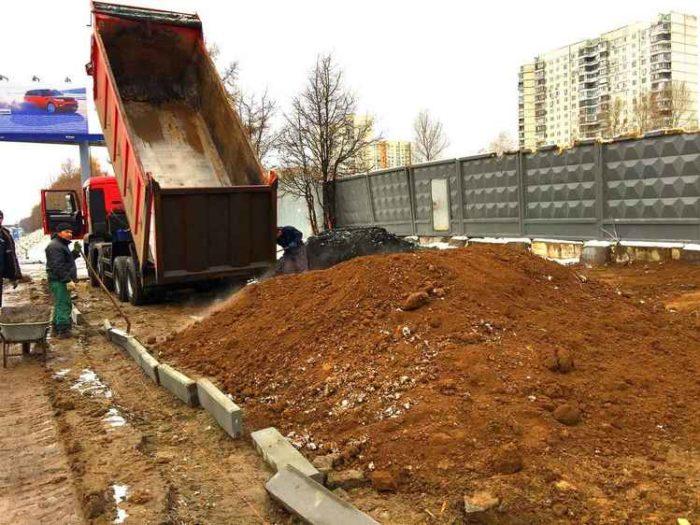Подсыпка грунта около МКАД (Москва, Царицыно)